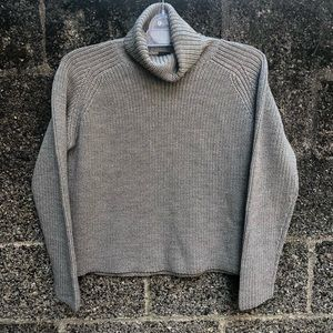 Banana Republic Gray Crop Turtleneck Sweater